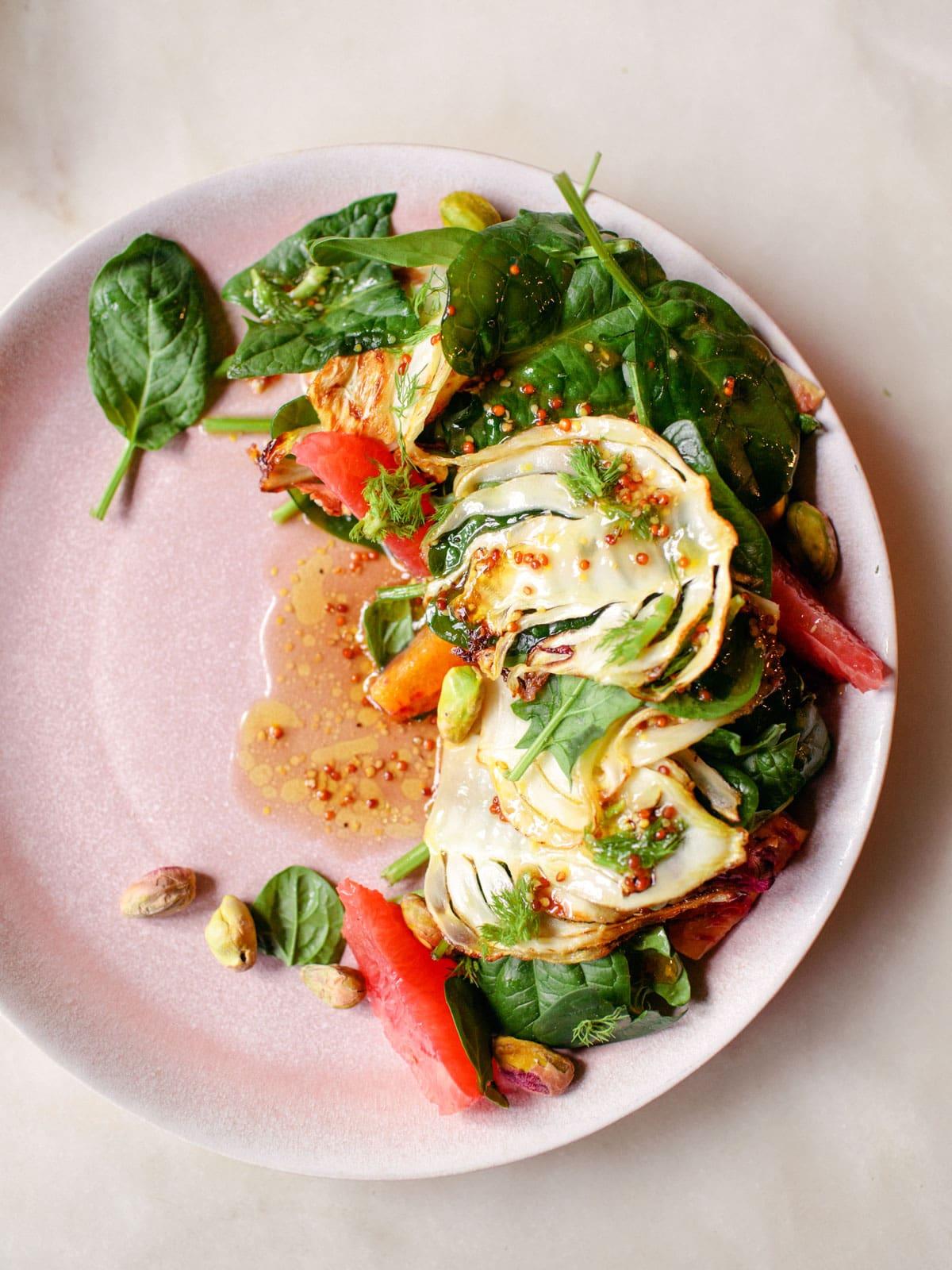 Fenchel-Zitrus-Salat auf Babyspinat