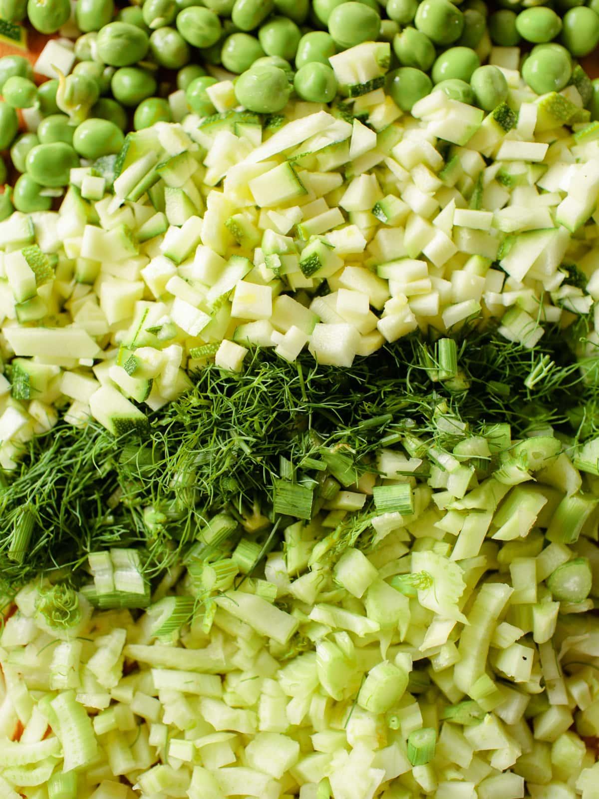 gemüse in kleine würfel geschnitten