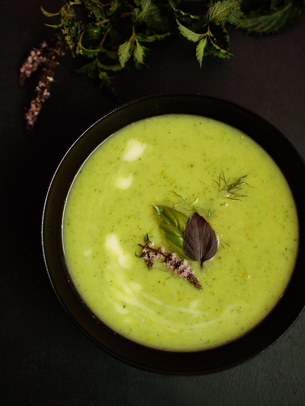 Zucchini-Basilikum Suppe   vegan